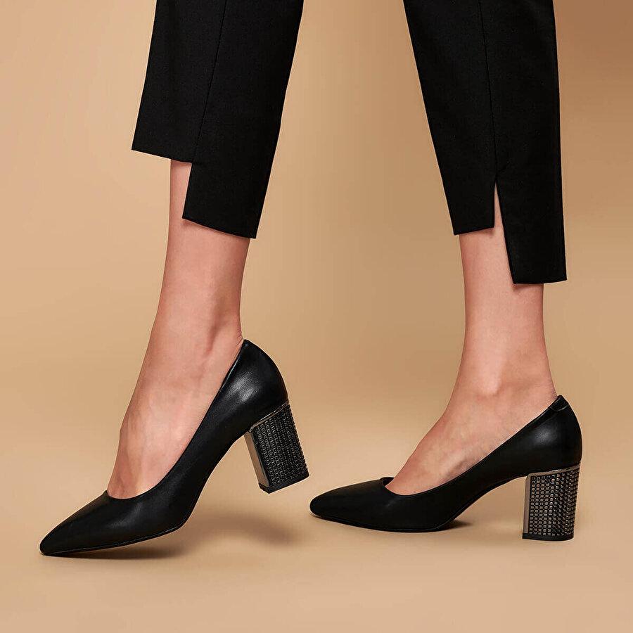 Butigo 18K-038-19K Siyah Kadın Gova Ayakkabı
