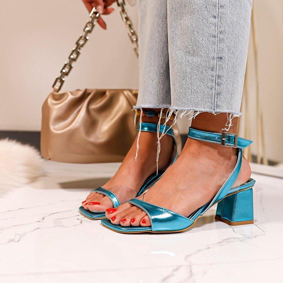 Limoya Olive Petrol-Mavisi Şeffaf Detaylı Alçak Topuklu Sandalet
